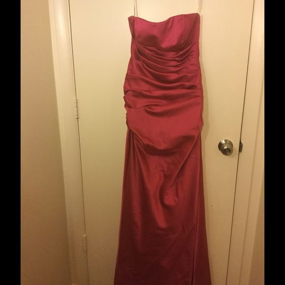 Bridesmaid, prom, formal Bridesmaids dress only worn once. Will need to be dry cleaned Dresses Wedding