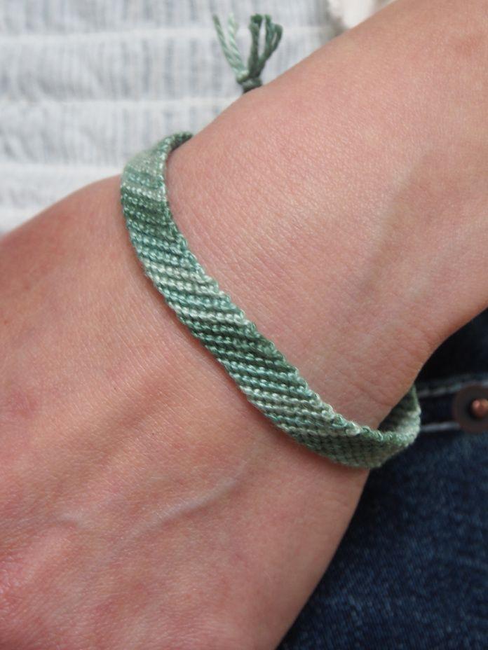 {DIY ~ Friendship Bracelet Tutorial} Learn how to make a diagonal stripe friendship bracelet.