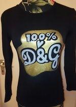 Schönes schwarzes Shirt mit D&G Druck