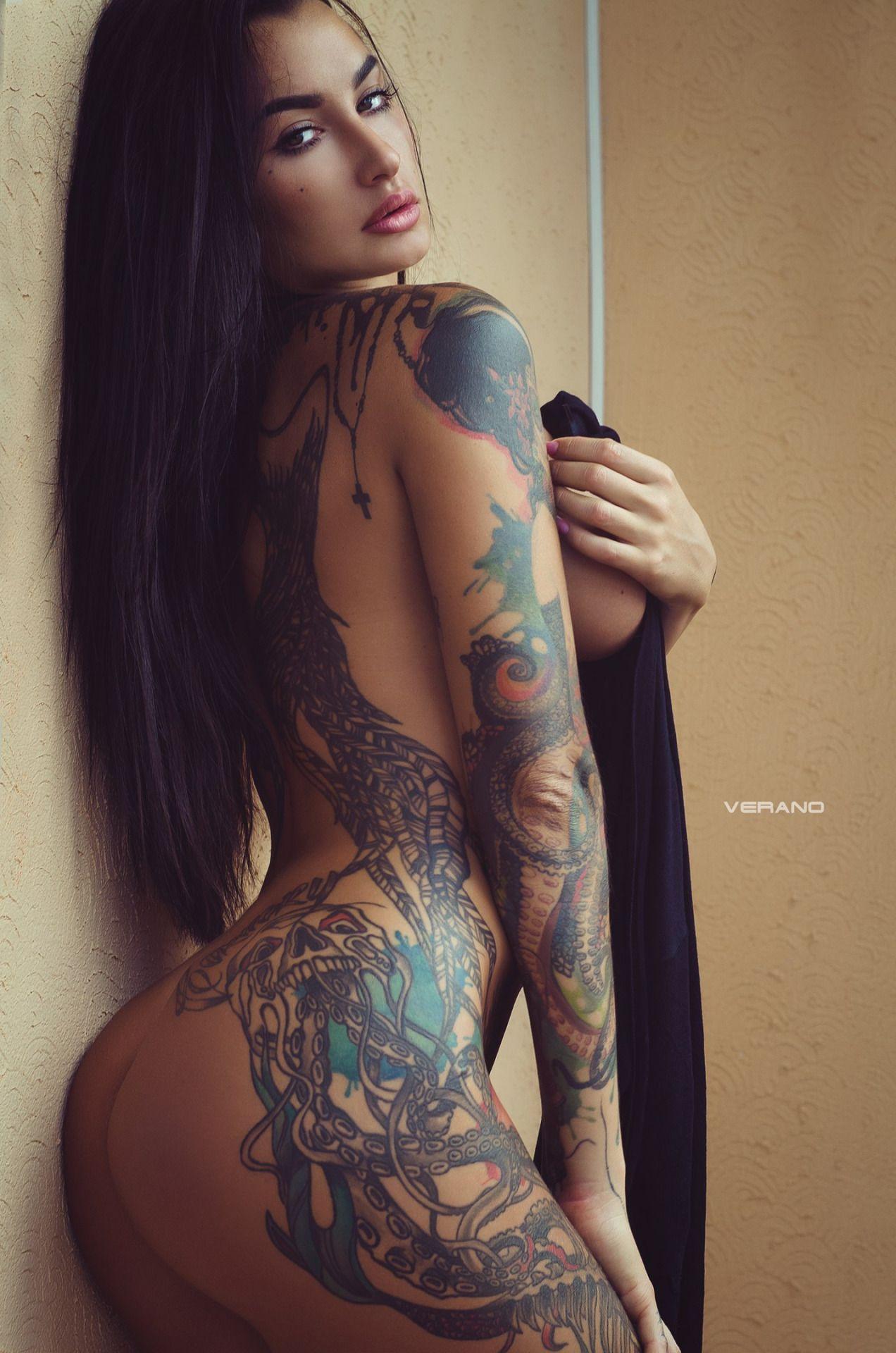hot women nude tattooed