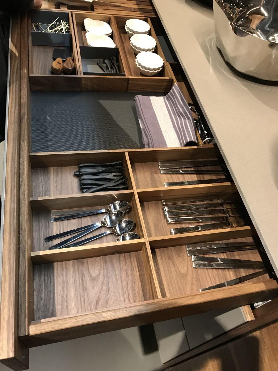 Küche Nussbaum Besteckeinteilung in 120er Unterschrank ...