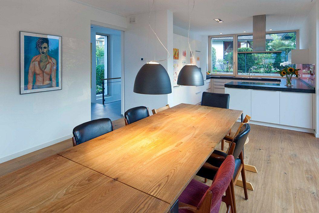 Offene Küche im Holzhaus in Ismaning • Niedrigenergiehaus