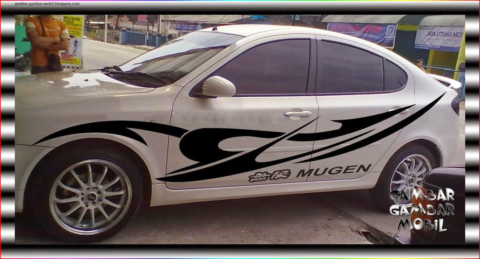 Foto Striping Mobil Sedan