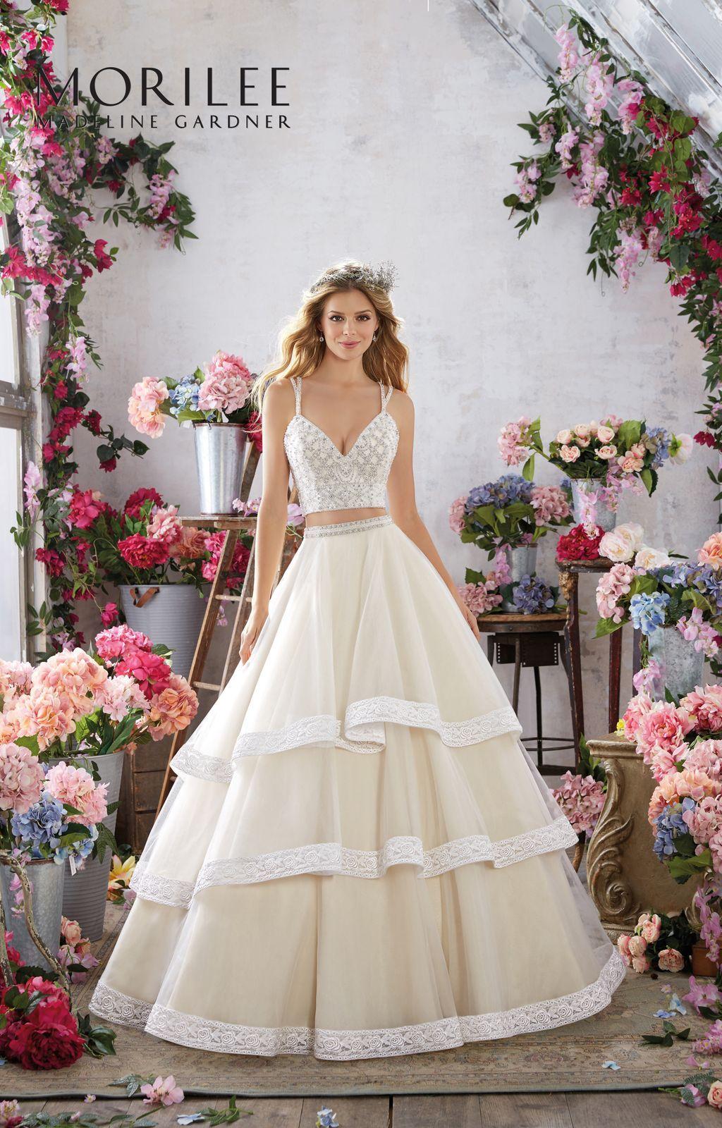 Dziewczeca Dwuczesciowa Suknia Slubna Mori Lee Blyszczacy Gorset Haftowany Koralikami Dekolt W Ksztalcie V Ekspo Tight Wedding Dress Gowns Wedding Dresses
