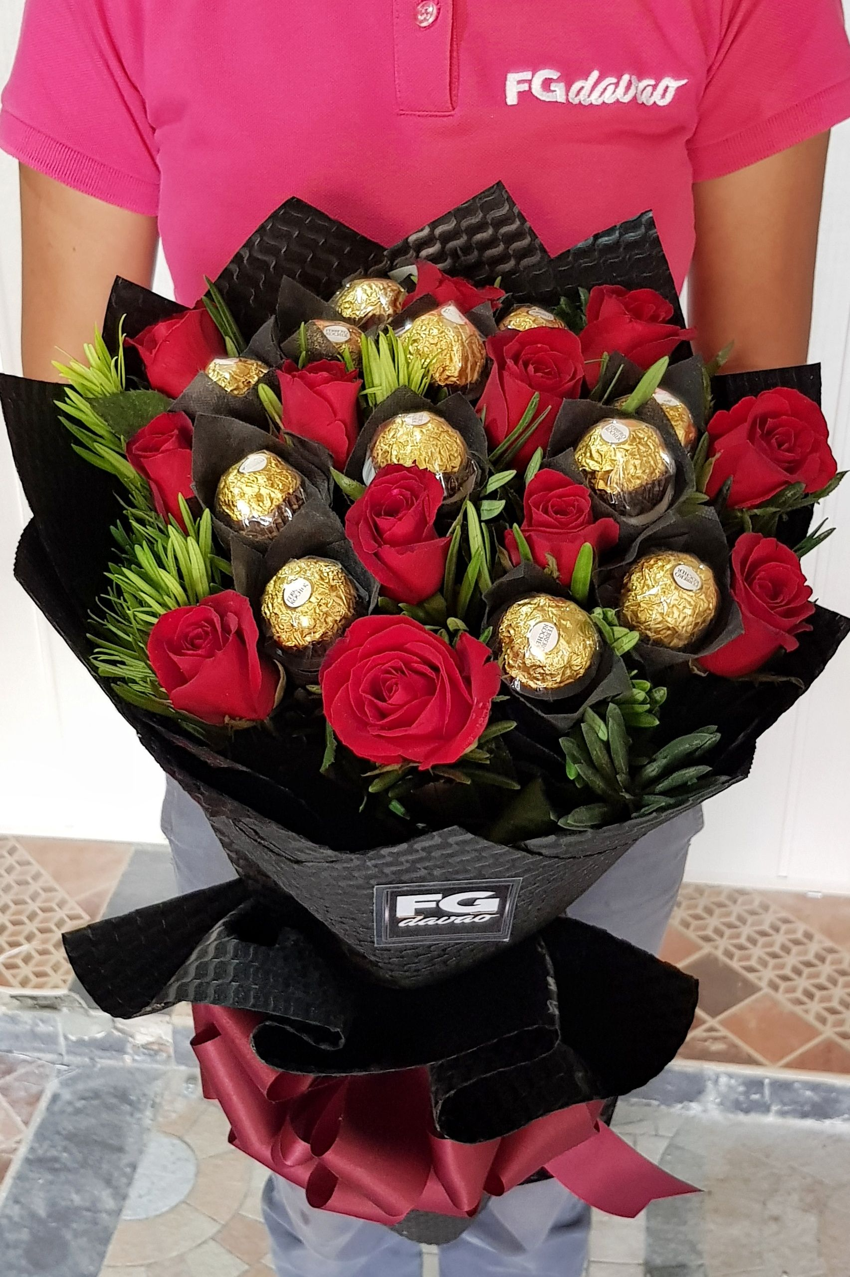 Bouquet Of Roses And Chocolates Send Flowers To Davao City Philippines Www Fgdavao Com Price List Can Online Flower Shop Flower Delivery Flower Arrangements