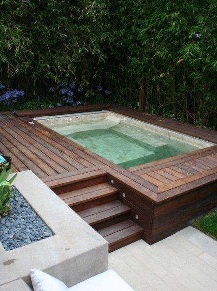 Modern Jacuzzi With Wood Surround Jacuzzi Exterieur Piscine Et Jardin Petite Piscine