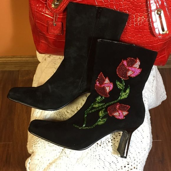ANDREA JEAN BEAD EMBELLISHED ROSE APPLIQUÉ Talk about THE ROSE OF SAN ANTONE.. These boots remind me of just that.. Beautiful detail rose beadwork and black suede leather, not to mention a metallic heel.. Excellent condition Andrea Jean Shoes Ankle Boots & Booties