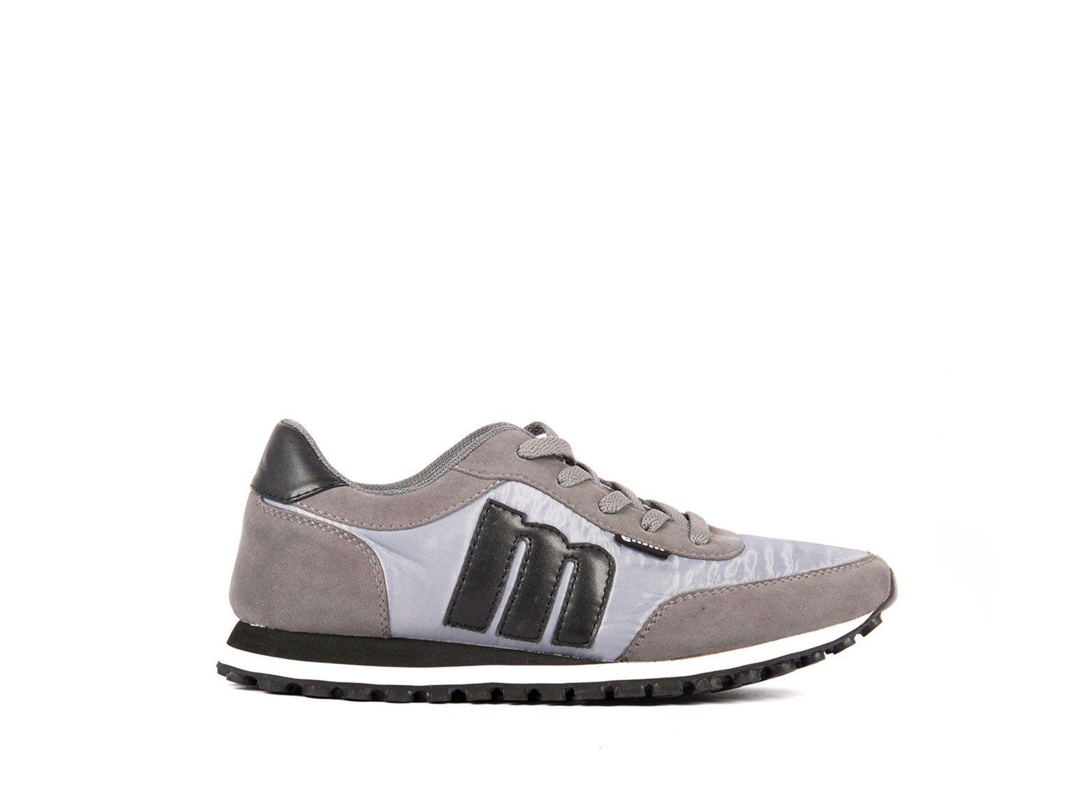 Pin de Saxo Zapatos en Sneakers | Deportes, Mustang y Gris