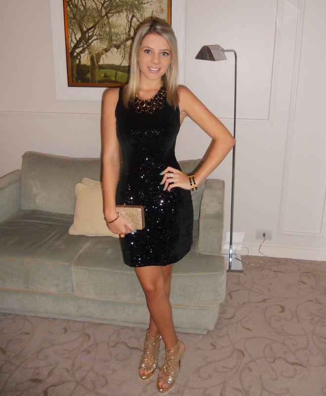 533adca78 jessica gomez look do dia vestido de veludo com paete paetês preto escuro  basico lbd little