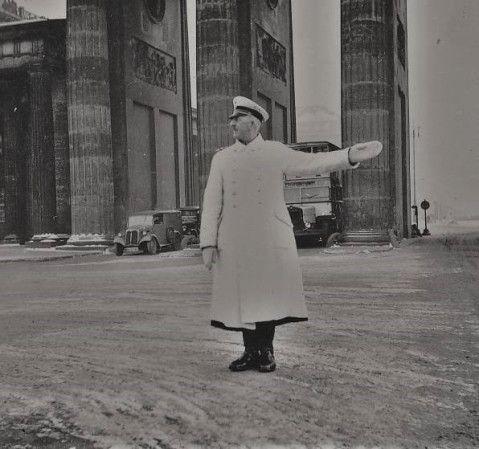 Weihnachten 1938 am Brandenburger Tor