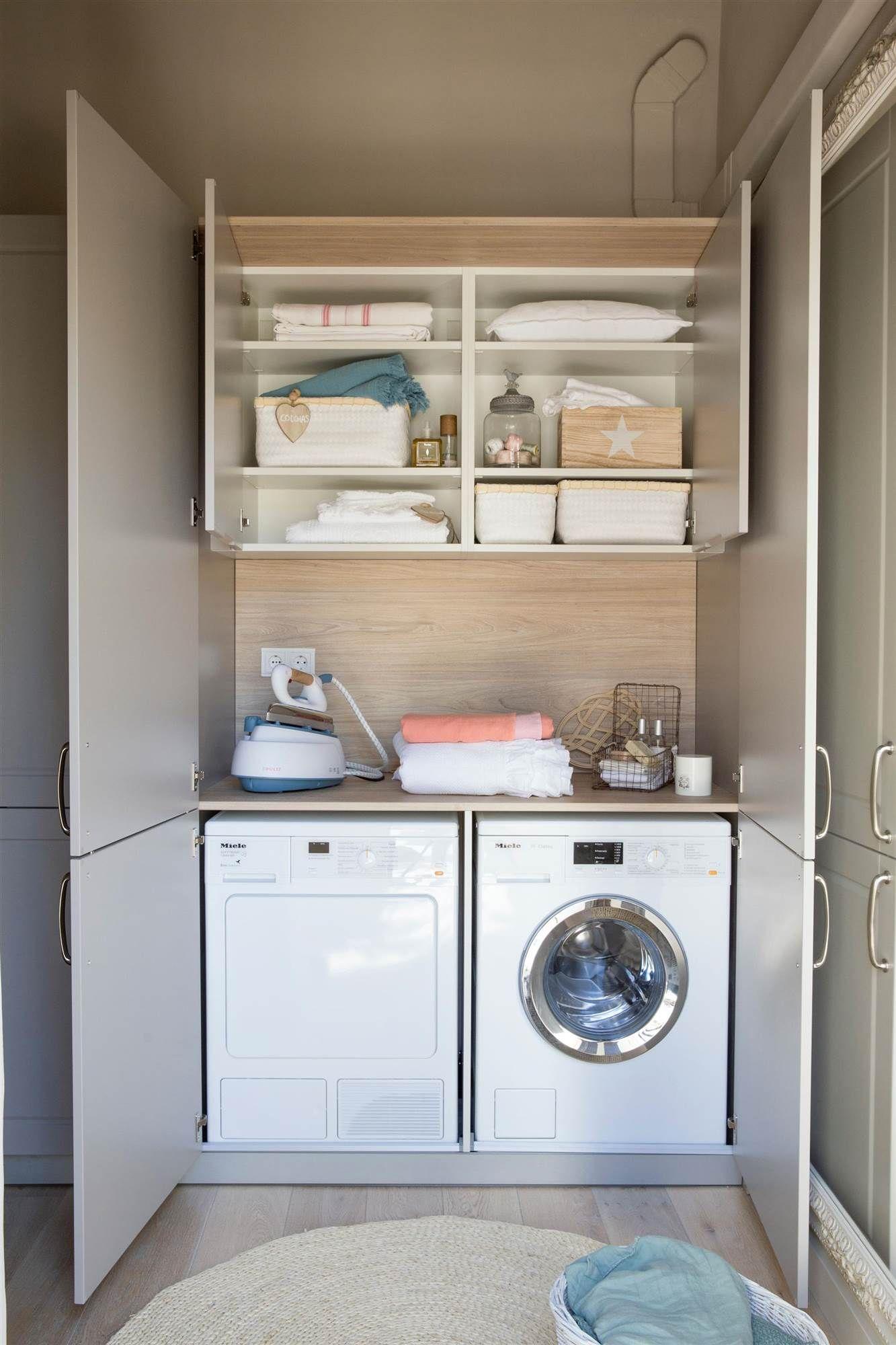 Armario que oculta lavadora, secadora y plancha, y dos armarios con ...