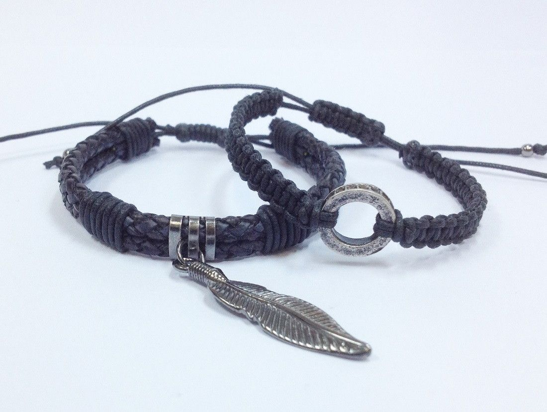 Kit pulseiras com pingente pena