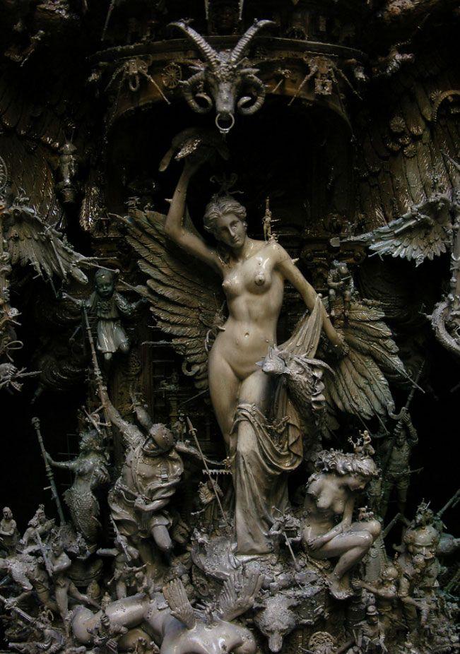 Des objets dénichés dans la rue sublimés en d'extraordinaires sculptures surréalistes - Kris Kuksi