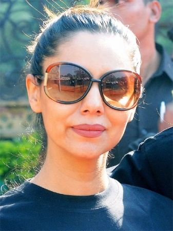 4c90f50d7d6 Love these brown bumblebee sunglasses for a day in the sun! But we think a  cat-eye frame might have suited the round-faced Gauri Khan better  ...
