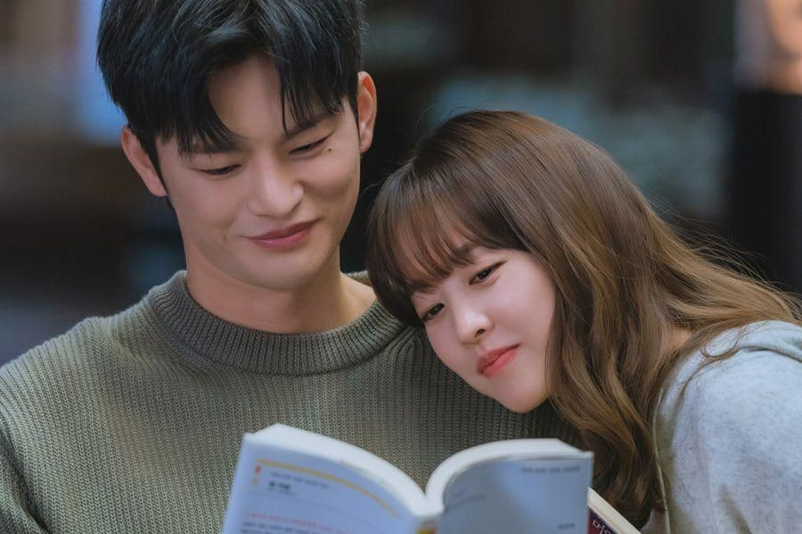 """Park Bo Young And Seo In Guk Are Stuck To Each Other Like Glue In """"Doom At Your Service"""""""