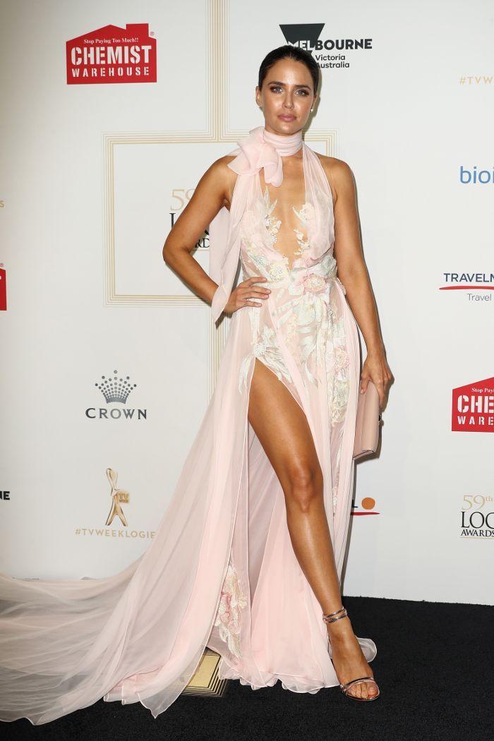 Jodi Anasta wearing J'Aton at the 2017 Logies