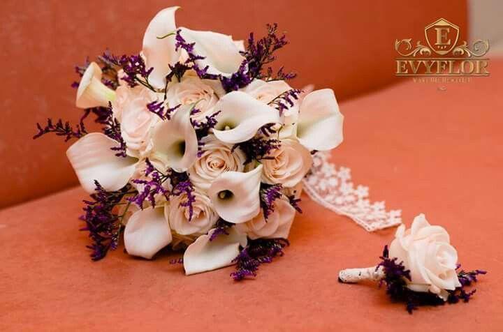 Buchet Mireasa Din Cale Albe Trandafiri Crem și Flori Sălbatice Mov