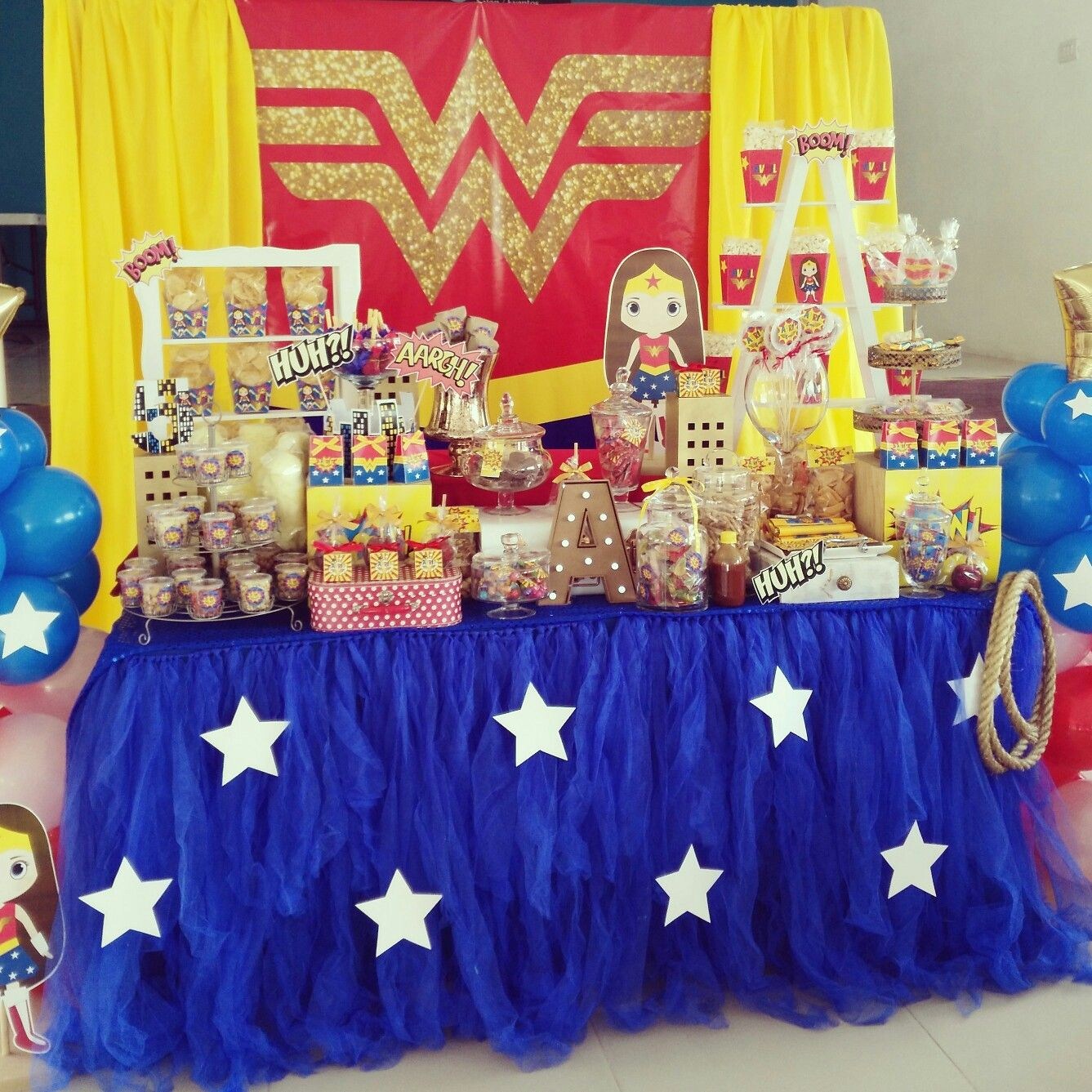 Wonder woman candy bar wonder woman - Ideas decoracion bar ...