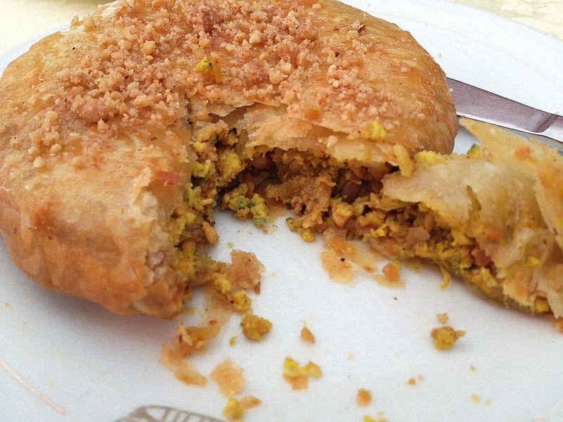 Pastilla marocaine  Pâte feuilletée fourrée à la viande et au