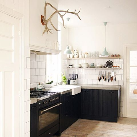 This kitchen has served as some serious inspiration to my kitchen #renovation. It's currently sparking some debate #ontheblog about the sink dilemma. I'd love to hear your thoughts on stainless vs  white and farmhouse vs modern. #remodel #linkinbio