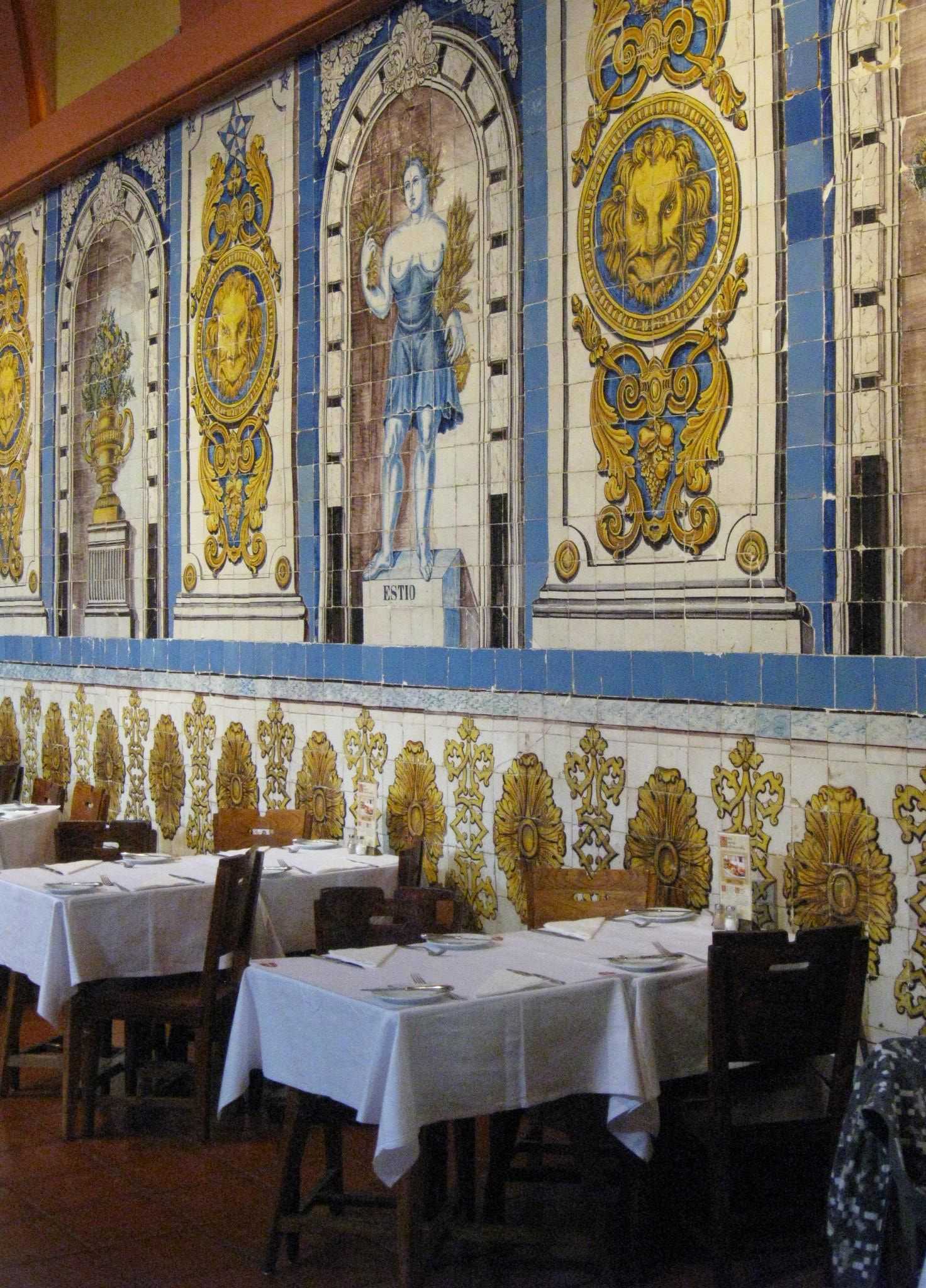 Cervejaria de trindade lisbon portugal encontra se um dos for Restaurante azulejos