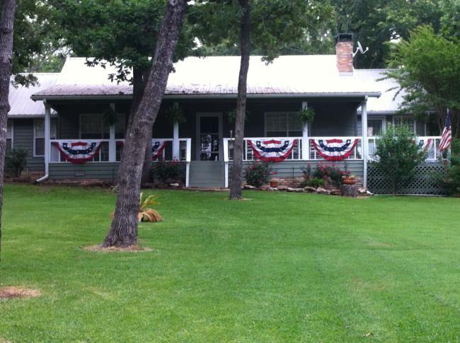 Peachy Cedar Creek Lake Vacation Rental Home In Malakoff Tx 75149 Home Interior And Landscaping Analalmasignezvosmurscom