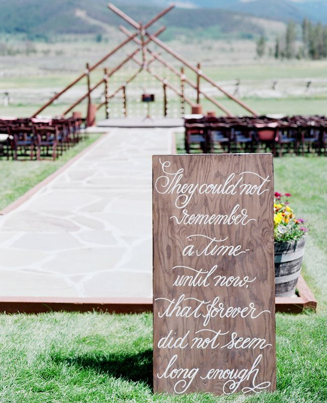 12 Wedding Signs You (And Your Guests) Will Love
