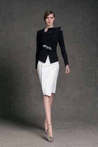 Donna Karan: fotos colección crucero P/V 2013 - Donna Karan: colección crucero P/V 2013 conjunto de falda de tubo blanca con chaqueta negra