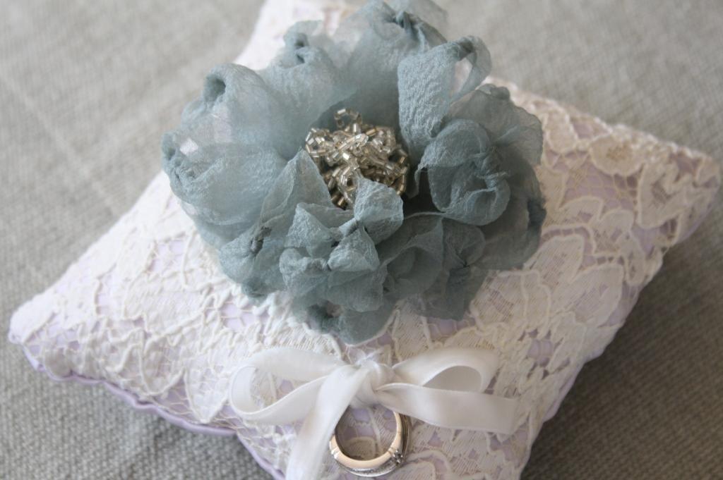 DIY Tutorial Wedding Stuff / DIY Fabric Flower Ring Pillow Tutorial ...