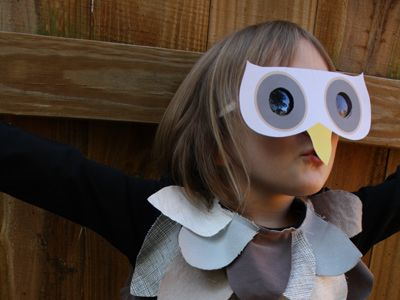 Printable template for an owl mask made with paper and old sunglasses