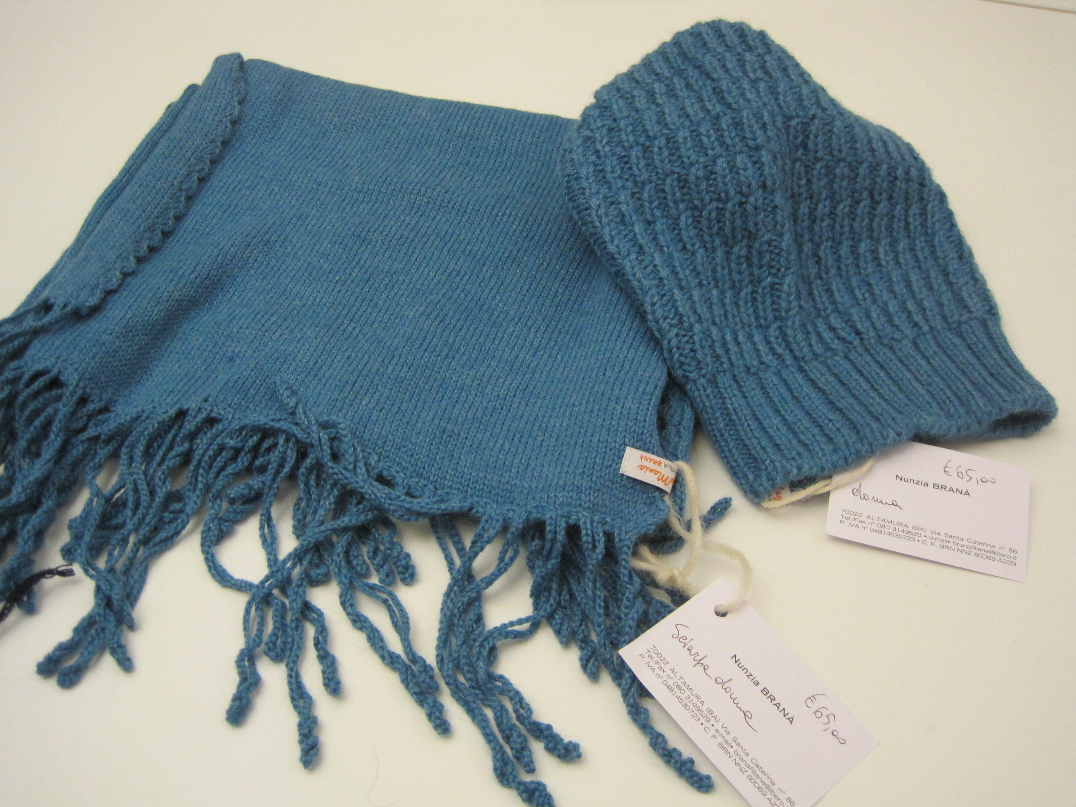 cappellino e sciarpa in  alpaca  lavorato con  ferri n 4.5
