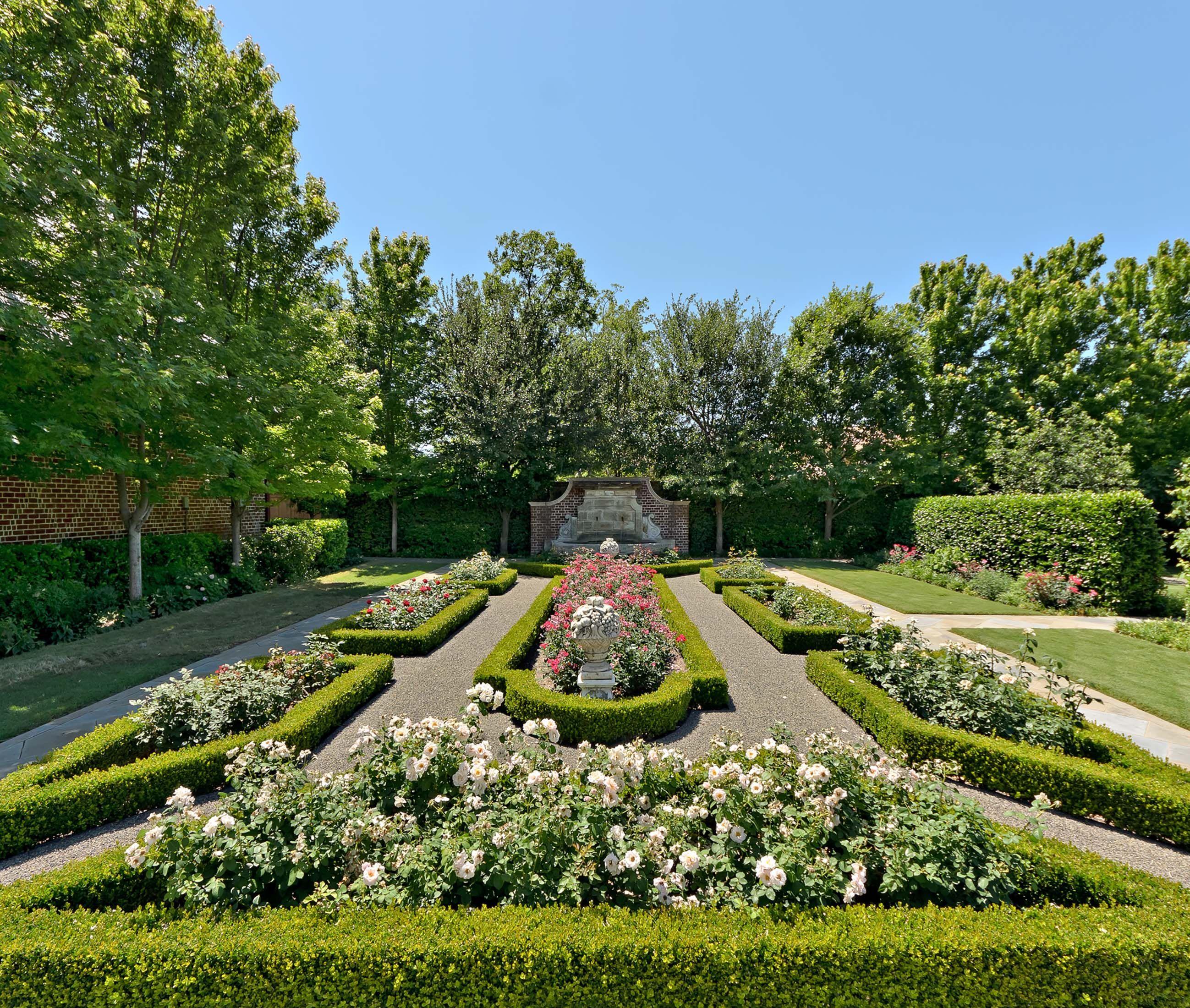English Tudor Manor Rose Garden Harold Leidner Co Landscape Architects Dallas Tx Traditional Landscape