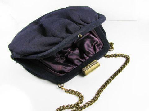 Vintage Black Purse with Rhinestones and Chain Handle / Petite Black Purse with Purple Satin Lining, Wedding, Evening - Sac de Soirée Noir.