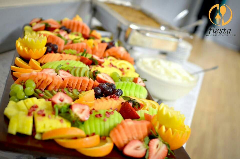 This is how looks our fresh fruit platter. By #fiestacreativecareting