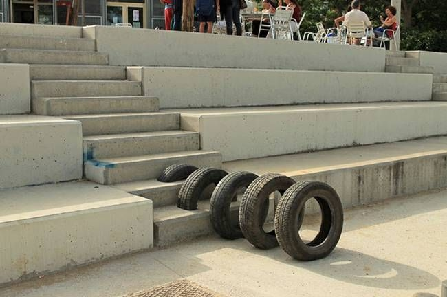 Artists' salvaged tire installations reactivate Barcelona's streets      Pneumàtic, la reutilización de neumáticos hecho arte, en #Barcelona
