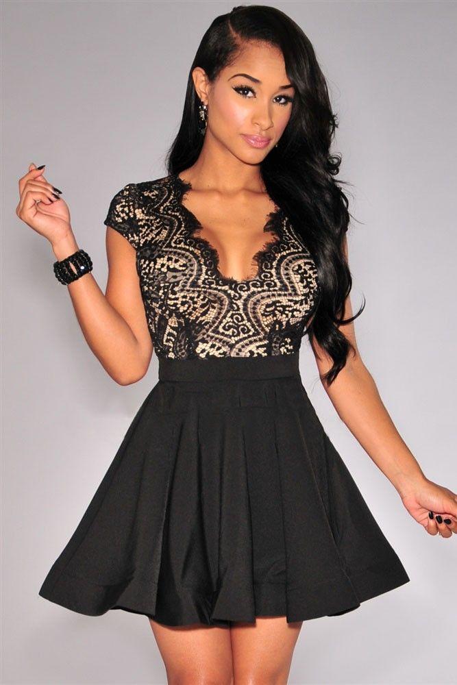 Vestido preto medio com renda