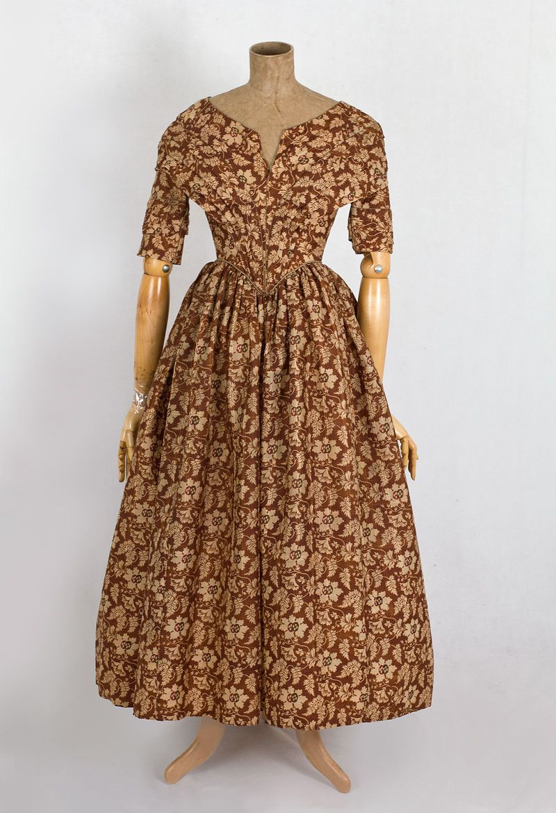 Early Clothing At Vintage Textile 2655 1840s Floral Dress Dress History 19th Century Fashion Historical Dresses [ 1170 x 800 Pixel ]