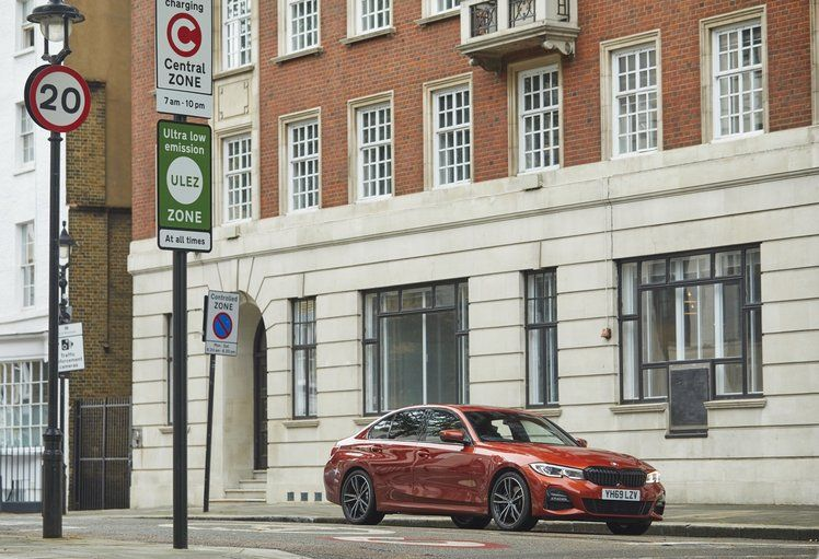 Bmw Edrive Zones Debut In The Uk Auto Switches Hybrid Cars Into Electric Mode On Entry Bmw Has Launched Its World Firs In 2020 Hybrid Car Cars Uk Battery Powered Car