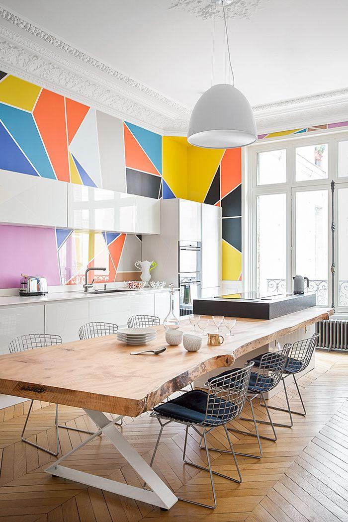 Des cuisines à composer : chaises, tables.