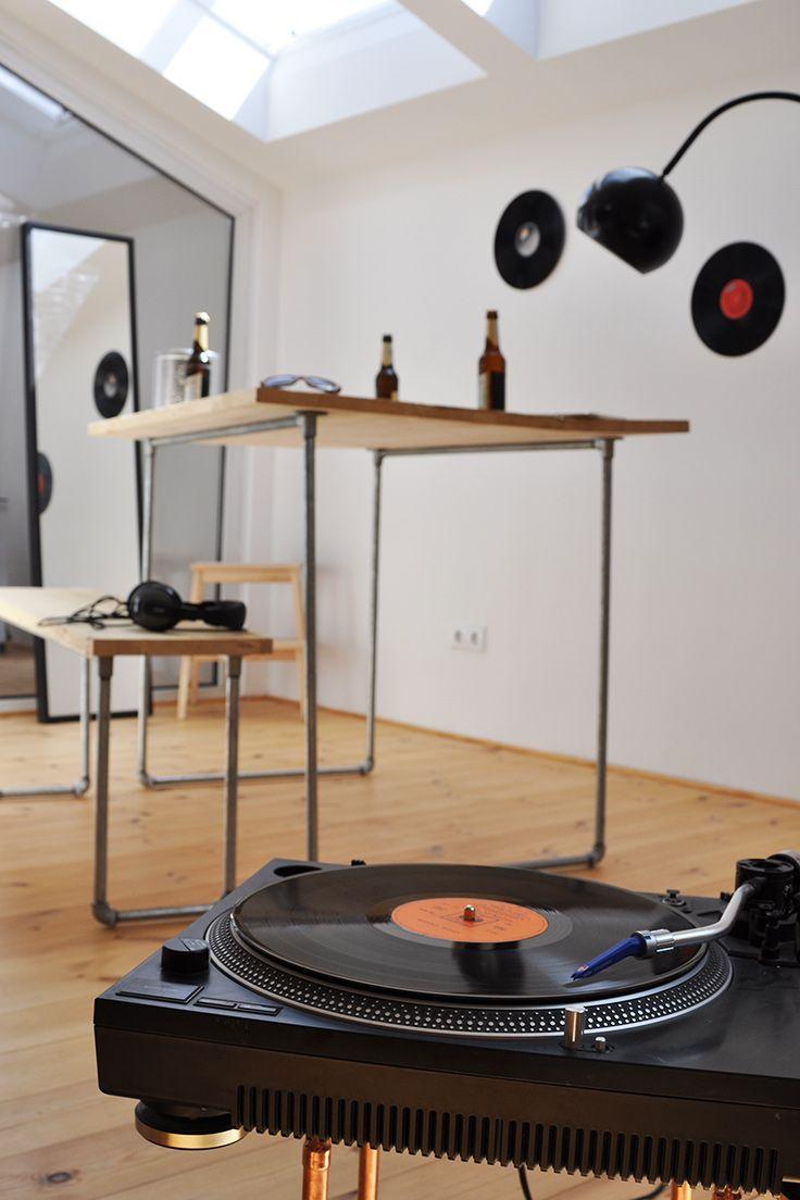 DIY Holztisch Mit Wasserrohren   Große Holztischplatte, Stahlrohrbeine Zum  Selber Machen Fürs Wohnzimmer. Bauanleitung Auf Wefactory