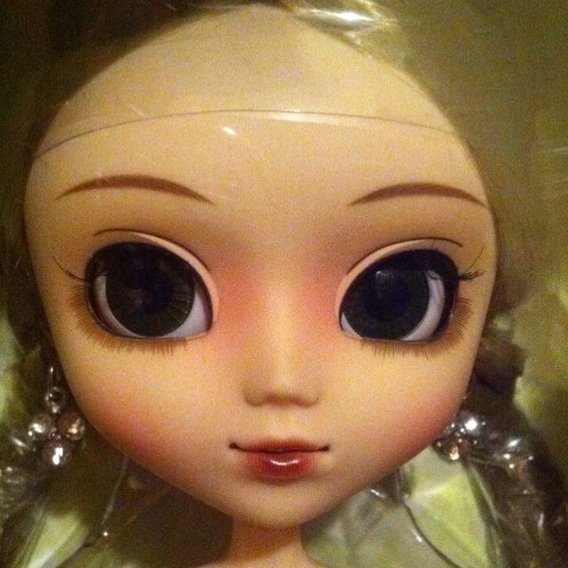 This is a Pullip called Blanche that I sold on eBay. She now lives in France.