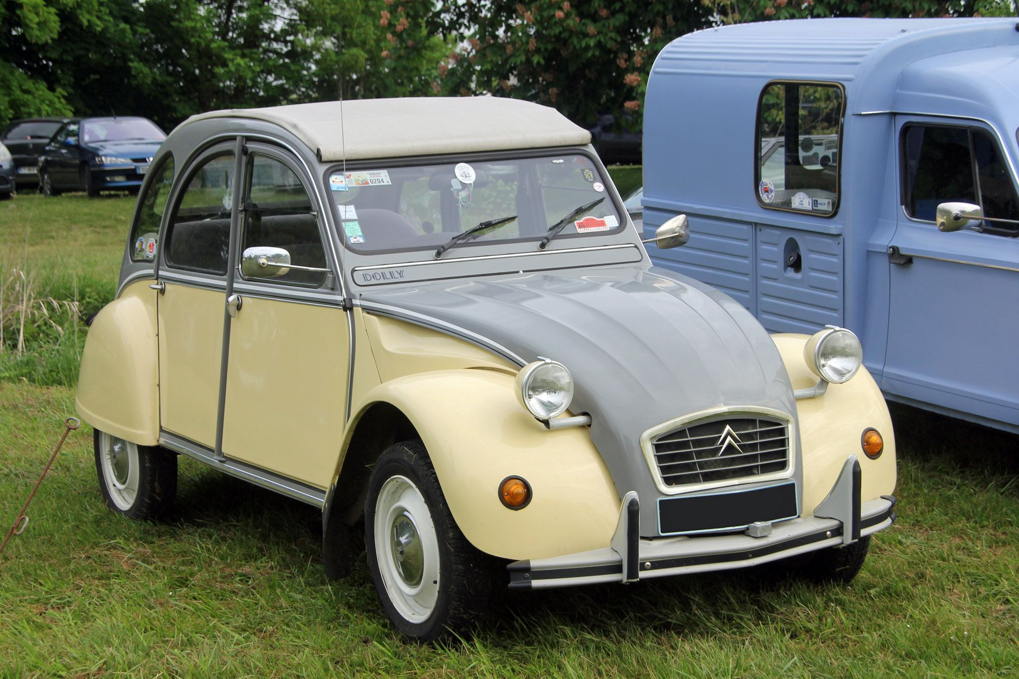 Citroen 2cv Dolly 1 Modeles De Mars 1985 3000 Exemplaires Dont 1500 Pour La France Capot Et Haut De Cote Gris Cormoran Evp Aile 2cv Dolly 2cv Citroen 2cv