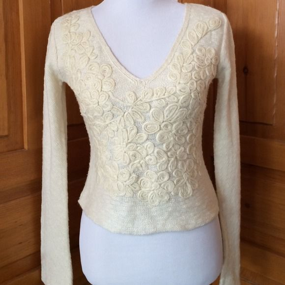 ❄️Free People Sweater❄️ Beautiful appliqué .  Cream color. Free People Sweaters