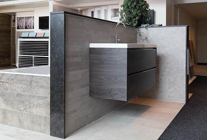 Badkamer tegels sanitair te zien in onze showroom badkamer
