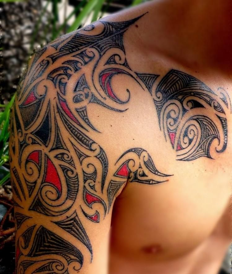 37 Oberarm Tattoo Ideen Fur Manner Maori Und Tribal Motive Mann Schulter Tattoos Stammestattoo Designs Und Oberarm Tattoo