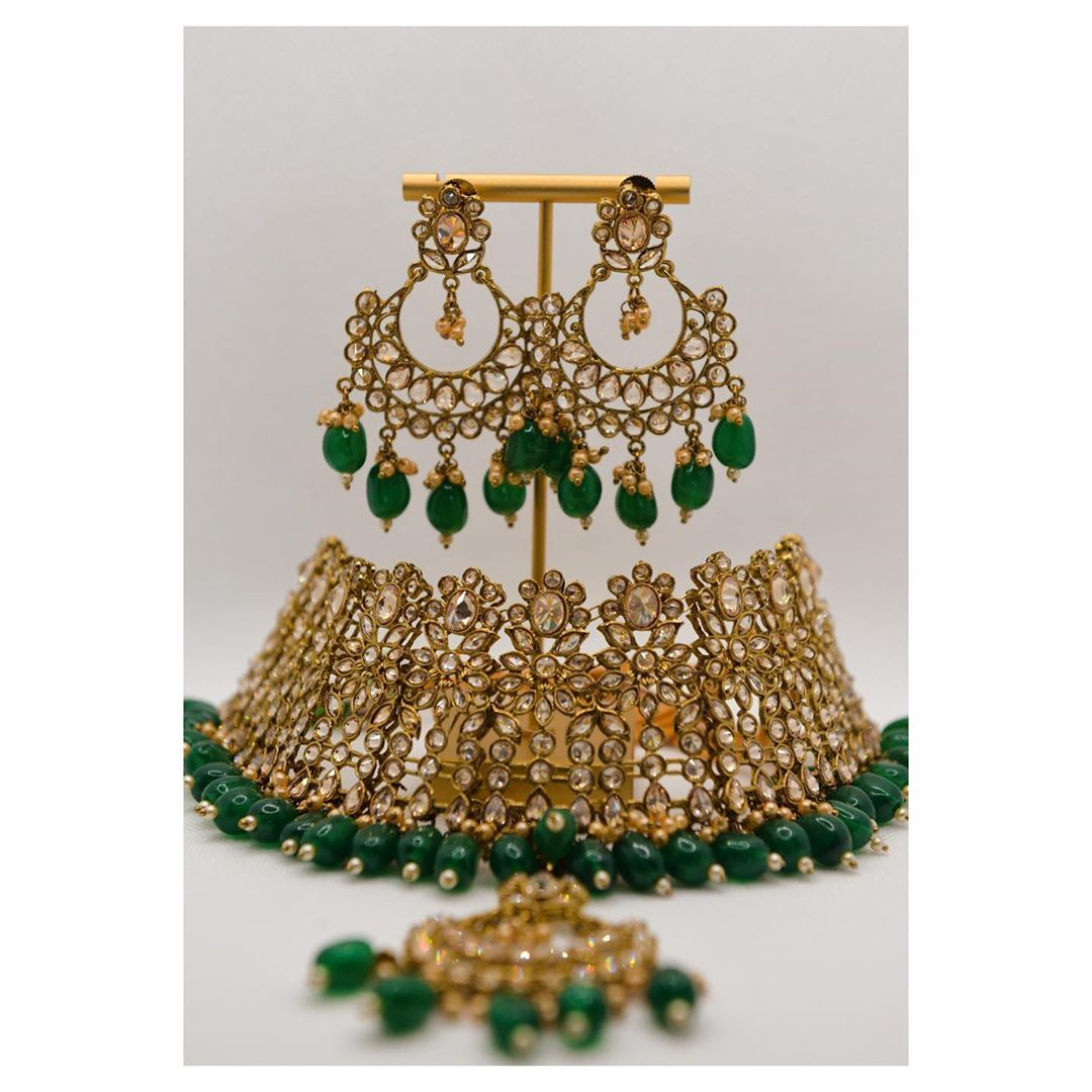 Presenting to you a classic green polki set. She comes with a matching maangtika & earrings .. 🤩🤩 This set gives us major Madhuri Dixit vibes from the movie Dedh Ishqiya.. the song Hamri Atariya to be specific ♥️ ♥️ ♥️ DM us to know the steal deal price & to book this beauty ... . . . . . . . . . . . . #boutiqueshopping #boutique #nepal #nepali #business #onlinebusiness #jewelry #jewelryoftheday #photooftheday #accessories #accessoriesoftheday #instalike #womeninbiz #smallbusiness #instagood #