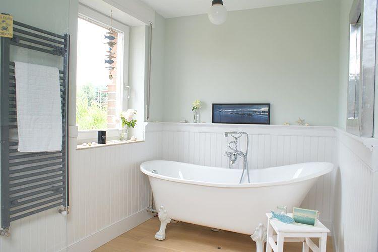 Beadboard De Wandverkleidung Auf Instagram Freistehende Badewanne Tageslicht Paneele An Den Wanden Was Wi Badezimmer Badezimmer Gestalten Bad Einrichten