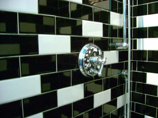 Black White Subway Tile In Random Pattern In Shower Subway - Bathroom tile patterns black and white