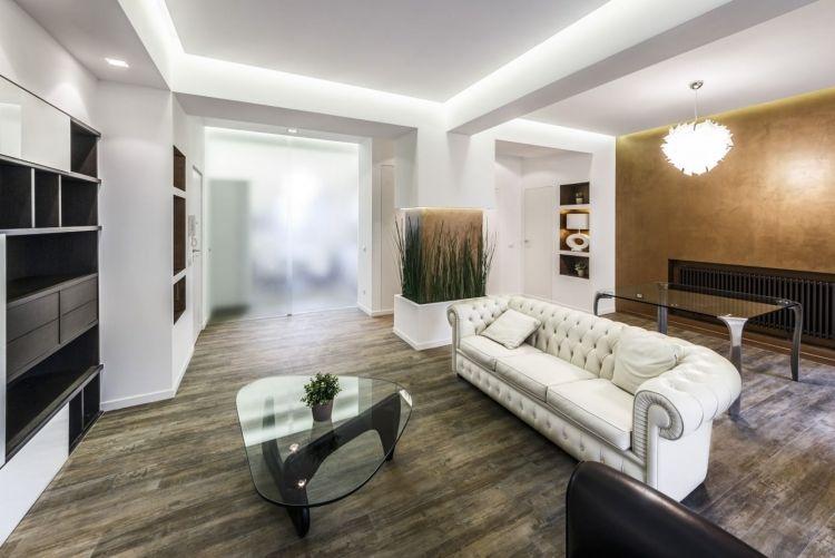 indirekte-LED-Deckenbeleuchtung-wohnzimmer-akzentwand-strukturfarbe ...