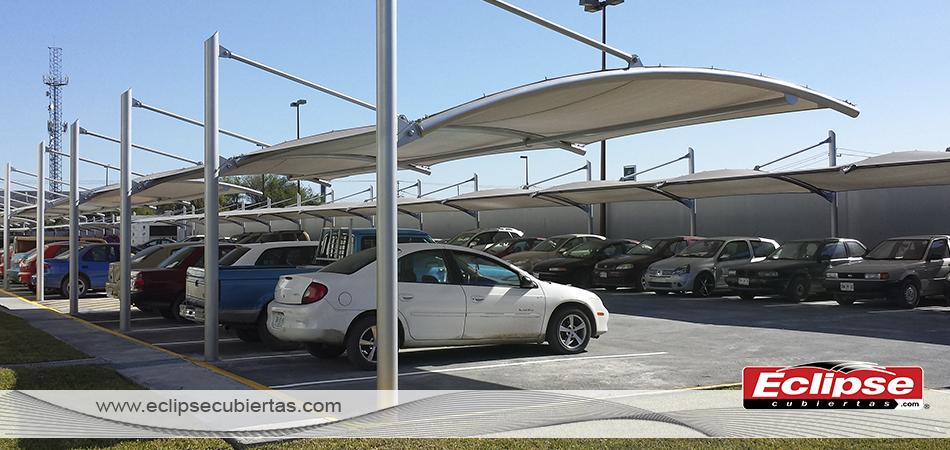 Toldo curvo ideal para estacionamientos tensoestructuras for Toldos para estacionamiento
